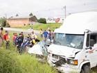 Homem de 26 anos colide carro contra caminhão e morre na BR-101