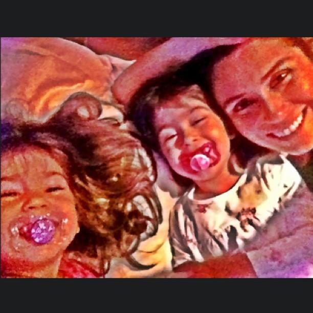 Giovanna Antonelli com as filhas gêmeas Sofia e Antônia (Foto: Instagram/ Reprodução)