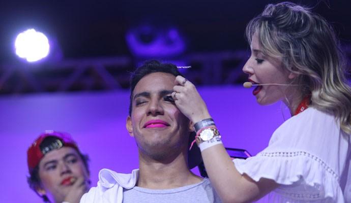Desafio de maquiagem no YouTube FanFest