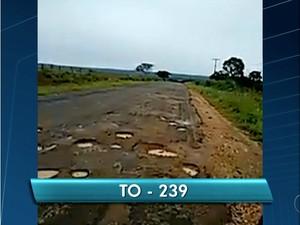 Buracos em trecho da TO-239 (Foto: Reprodução/TV Anhanguera)