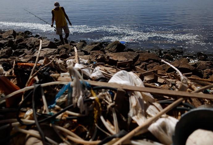 Poluição Baía de Guanabara (Foto: AP)
