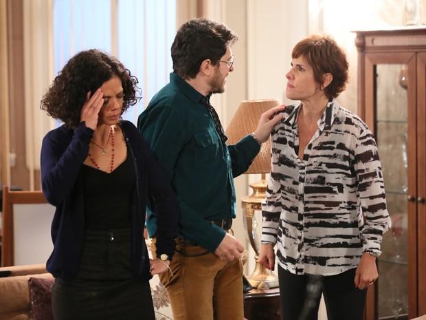 Edgard afasta Quitéria e Lucrécia em discussão (Foto: Isabella Pinheiro/Gshow)