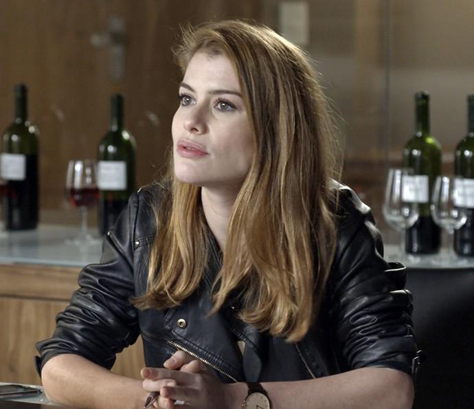 Lívia fica chocada com a revelação de Carola (Foto: TV Globo)