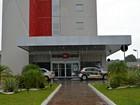 Homens invadem hotel, rendem funcionários e levam mais de R$ 1 mil