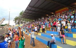 Torcedores compareceram em peso ao estádio Laertão (Foto: Hélder Rafael)