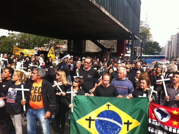 Familiares de policiais mortos fazem manifestação na Avenida Paulista (Foto: Tatiana Santiago/G1)