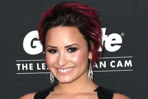 Depois de parar em uma clínica de reabilitação em 2010 após socar um de seus dançarinos, a cantora Demi Lovato comemorou recentemente dois anos sem drogas e álcool (Foto: Getty Images)
