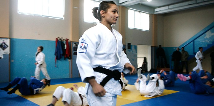 Majlinda Kelmendi Judoca treinando em Kosovo (Foto: Agência Reuters)