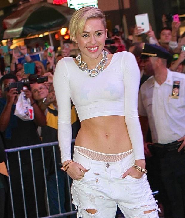 Miley Cyrus em lançamento de seu novo álbum, 'Bangerz', em Nova York, nos Estados Unidos (Foto: AKM-GSI Brasil/ Splash News)