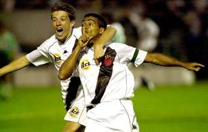 Juninho Paulista e Romário Vasco Mercosul campeão (Foto: Agência Getty Images)