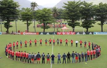 Clubes brasileiros fazem homenagem às vítimas do acidente antes do treino