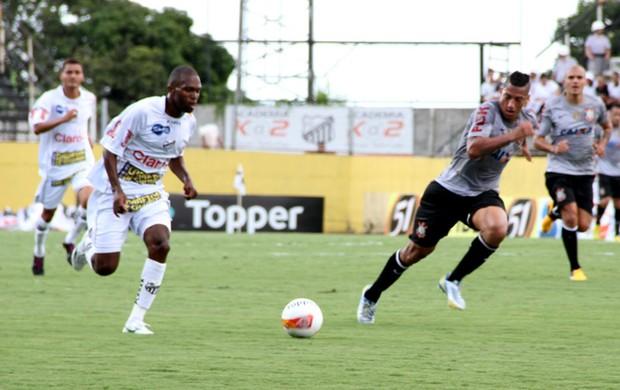Malaquias em duelo contra o Corinthians (Foto: Fábio Moraes/ Clube Atlético Bragantino)