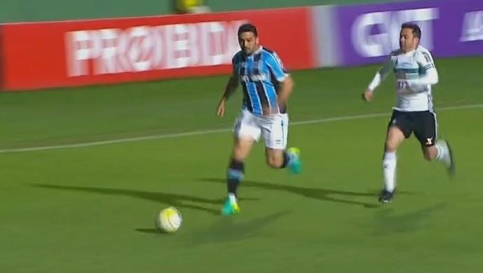 Edilson contra o Coritiba (Foto: Reprodução / SporTV)