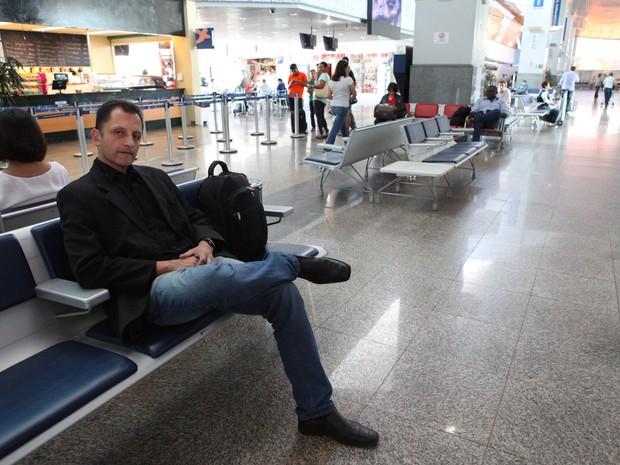 Promotor de vendas esperou namorada virtual em aeroporto por uma semana.  (Foto: Esequias Araújo/Jornal do Tocantins)