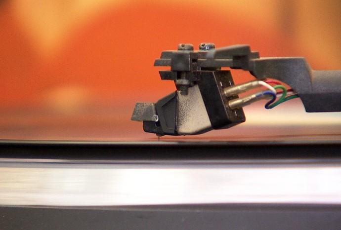 Apreciadores do vinil fazem coleções dos discos (Foto: Revista de Sábado / TV TEM)