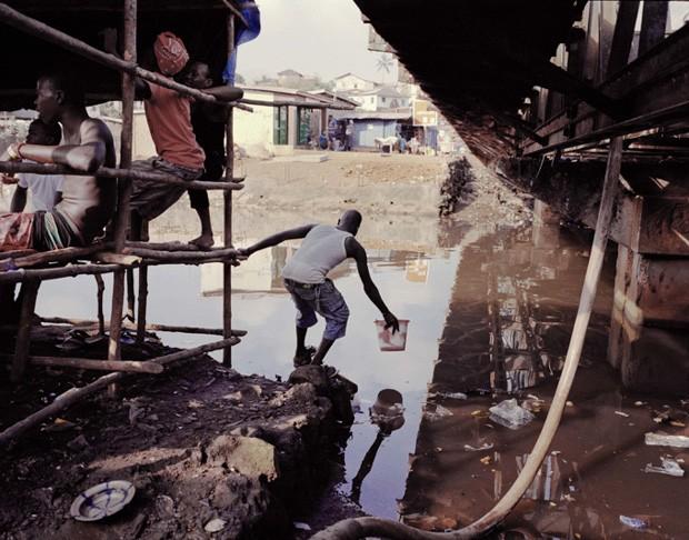 O fotógrafo americano Mustafah Abdulaziz foi o grande vencedor do Syngenta Photography Award deste ano, cujo tema foi escassez e desperdício. Seu ensaio, intitulado Water ('Água'), é descrito como uma exploração fotográfica de um recurso natural em crise (Foto: Mustafah Abdulaziz/Syngenta Photography Award)