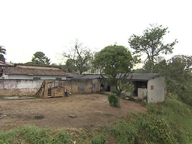 Moradores linha férrea de São José dos Campos. (Foto: Reprodução/TV Vanguarda)