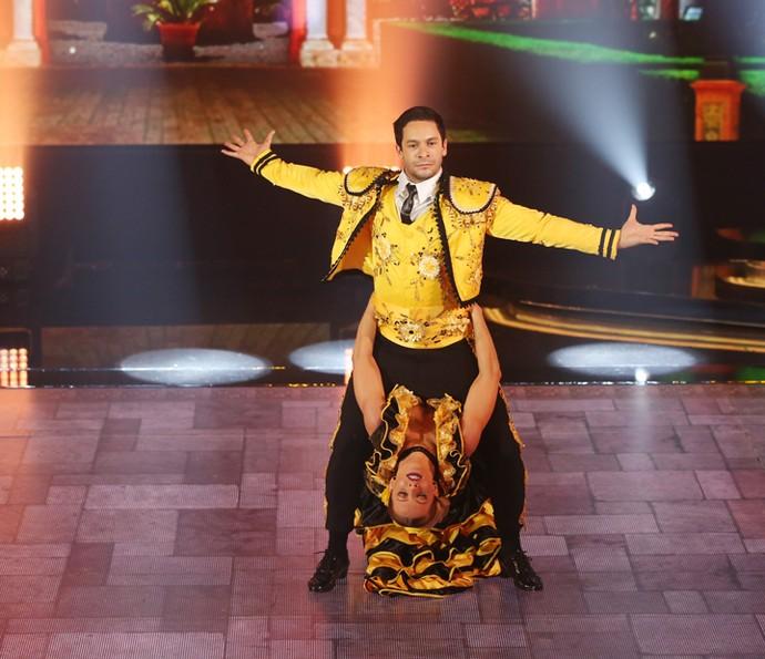 Rainer e Ju brilham no palco do 'Dança' (Foto: Carol Caminha/Gshow)