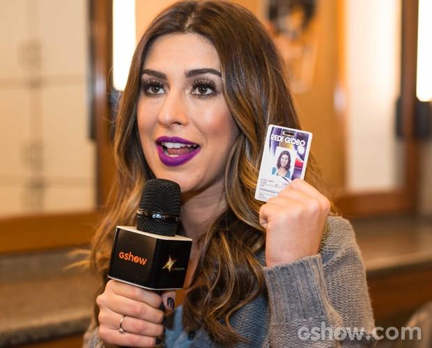 Fê Paes Leme bolsa crachá (Foto: Camila Serejo/TV Globo)