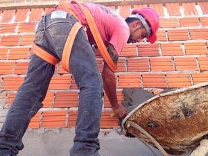 Empresas contratam profissionais na área da construção civil (Foto:  Fabiana Figueiredo/G1)