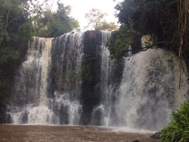 Cachoeira é considerada ponto turístico da região. (Foto: Corpo de Bombeiros/Divulgação )