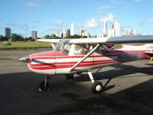 Aeronave retida no Aeroporto do Recife (Foto: Divulgação/ Receita Federal)