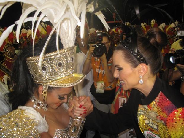 Carla Prata e Ana Furtado trocam elogios antes de desfile (Foto: Carolina Lauriano)