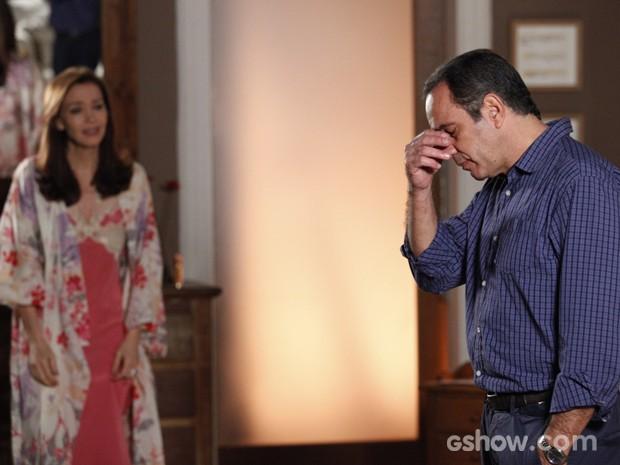 Será o fim do casamento de Helena e Virgílio? (Foto: Raphael Dias/TV Globo)