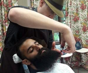 Barbeiro dá dicas infalíveis para ficar com a barba em dia (Foto: Larissa Moggi/Gshow)