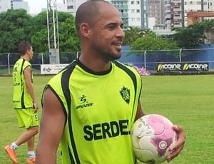 Hércules, atacante do Vitória-ES (Foto: Bruno Marques/Globoesporte.com)