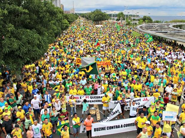 Organização do ato estimou que 100 mil pessoas participaram da manifestação (Foto: Adneison Severiano/G1 AM)