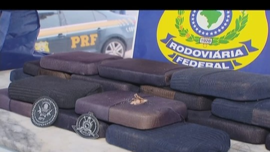 Passageiros são presos com pasta base de cocaína em ônibus na BR-365