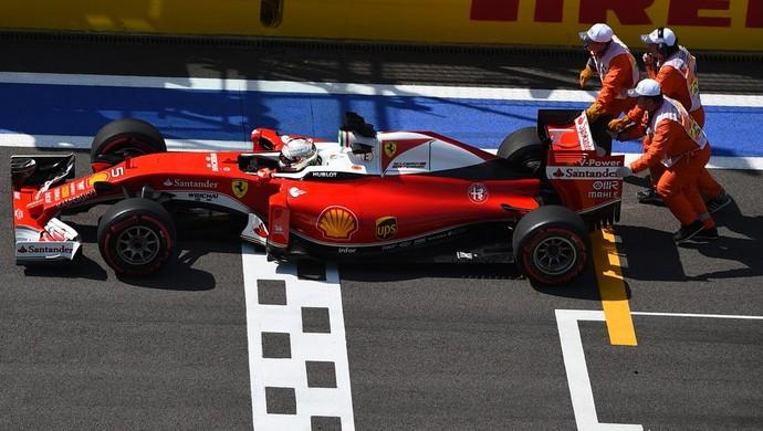 Sebastian Vettel teve problemas durante o 2º treino livre para o GP da Rússia (Foto: Divulgação)