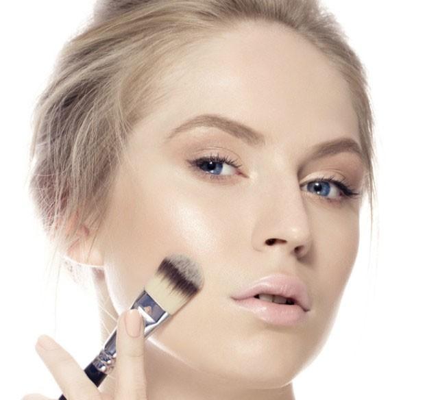 Maquiador indica o passo a passo da pele perfeita usando maquiagem (Foto: Thinkstock)