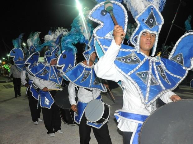 Bateria da escola de samba Catedráticos do Samba, de Campo Grande (Foto: Gabriela Pavão/G1 MS)
