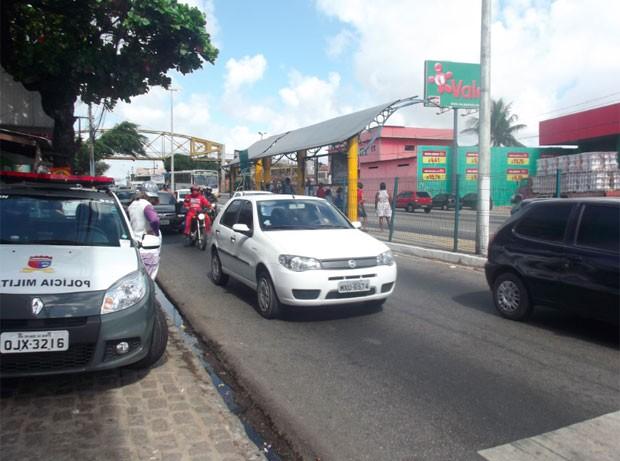 Av. Bernardo Vieira, local onde aconteceu o acidente e mãe e filho foram esfaqueados (Foto: Rafael Barbosa/G1)