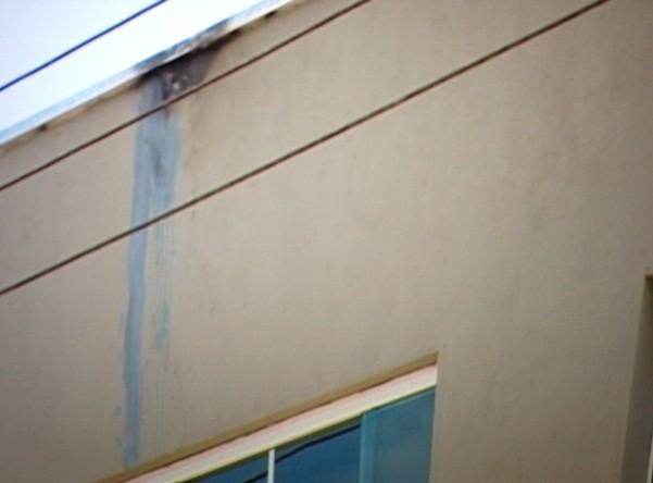 Jovem tentava pixar fachada de pizzaria quando foi eletrocutado. (Foto: Reprodução/TV Diário)