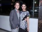 Com o namorado, Fernanda Machado assiste a filme no Rio