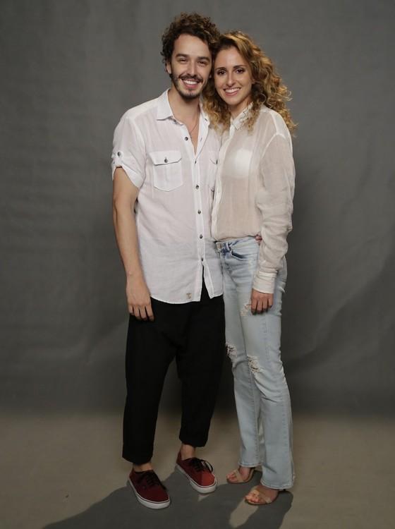 Gabriel Stauffer e Carol Duarte, intérpretes de Cláudio e Ivana, agora Ivan, em A força do querer (Foto:  Raphael Dias/ TV Globo)