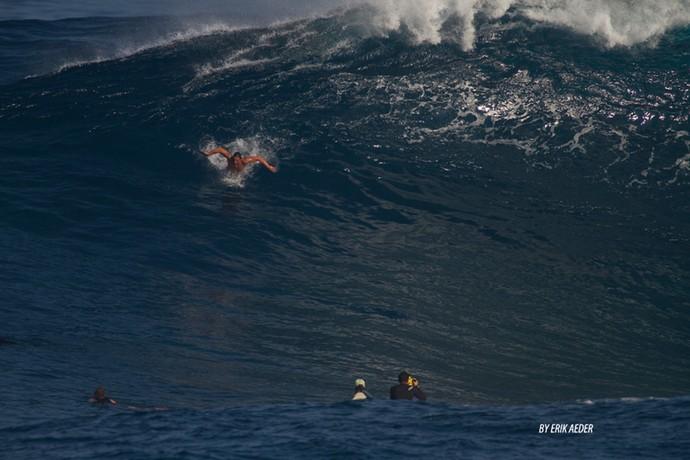 Henrique Pistilli bodysurfe Jaws Havaí (Foto: Erik Aeder / Divulgação)