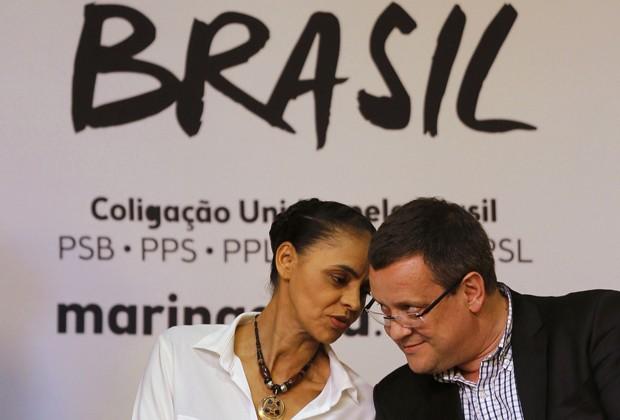 Marina Silva e o candidato a vice, deputado Beto Albuquerque, durante lançamento do programa de governo da candidata a presidente pelo PSB (Foto: Paulo Whitaker/Reuters)
