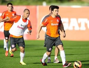 Scocco treina no CT do Parque Gigante (Foto: Alexandre Lops / Inter, DVG)