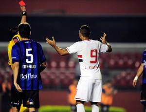 Luis Fabiano árbitro expulsão (Foto: Marcos Ribolli)