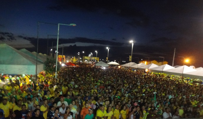 Paraenses comemoram goleada sobre Camarões e classificação às oitavas (Foto: GloboEsporte.com)