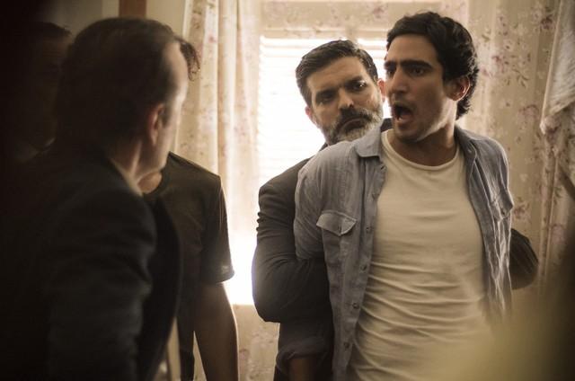 Renato Góes em cena de 'Os dias eram assim' (Foto: TV Globo)
