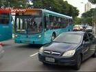 Motoristas e cobradores de ônibus fazem protesto em São José, SP