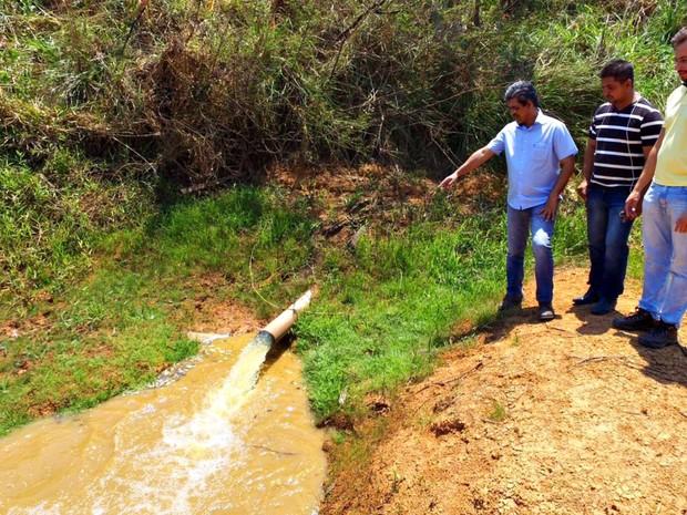 Água de açudes de um psicultor deve ser bombeada para reservatório de Acrelândia (Foto: Pedro Devani/Ascom)
