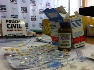 Drogas sintéticas foram apreendidas com integrantes da quadrilha (Foto: Fernanda Resende/G1)