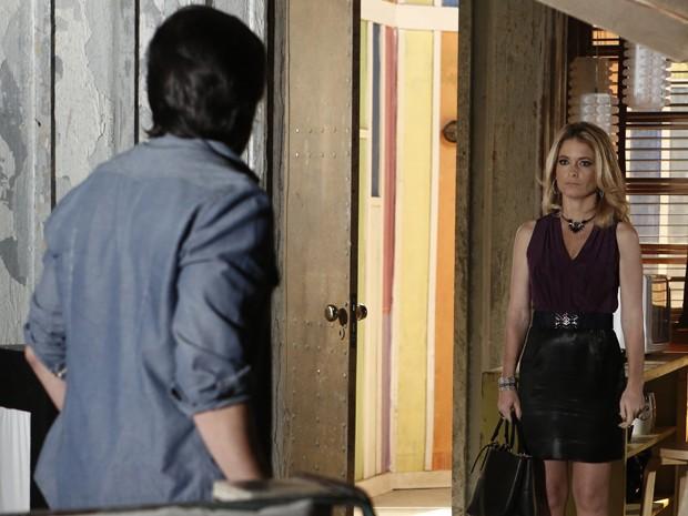 Pamela vai atrás de Herval para descobrir verdade (Foto: Inácio Moraes/TV Globo)