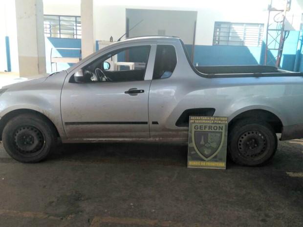 Picape foi abordada pelo Gefron durante bloqueio em rodovia estadual (Foto: Divulgação/Gefron-MT)